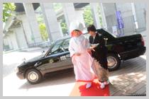 花嫁タクシーからお母様と。