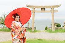 御崎の海と伊和都比売神社の鳥居