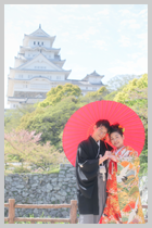 姫路城をバックに。