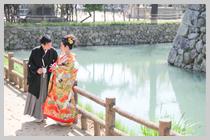 姫路城のお堀沿い。