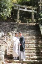 本殿横の石段にて