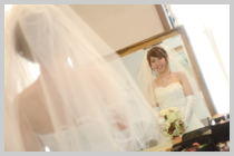 鏡の前の花嫁